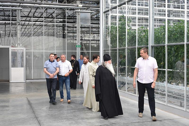 Митрополит Тихон и схиархимандрит Илий посетили подсобное хозяйство «Орловский колос»