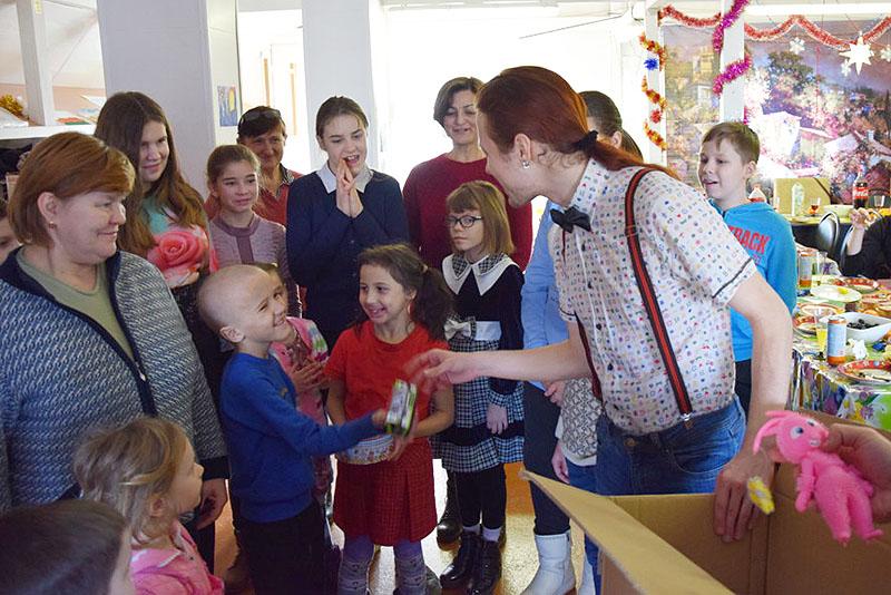 Ребята из нуждающихся семей встретили Рождество в Смоленском храме
