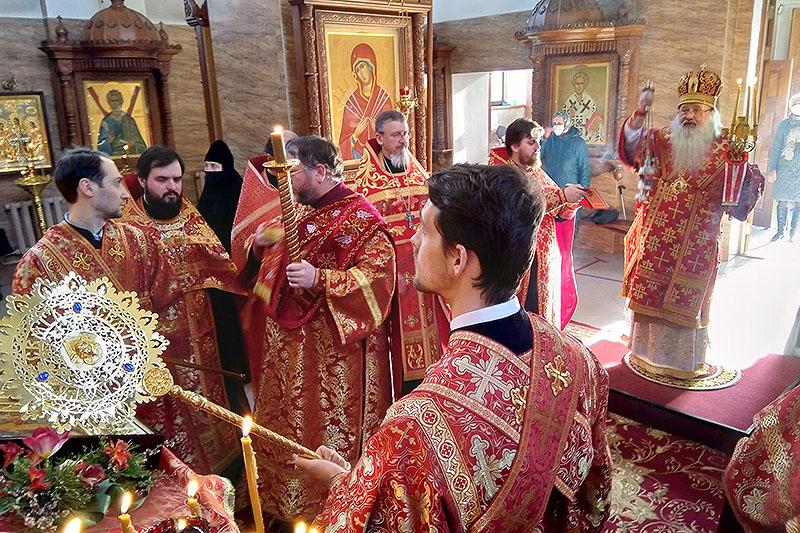 В канун пятницы Светлой седмицы Владыка Тихон возглавил богослужение в Свято-Успенском монастыре Орла