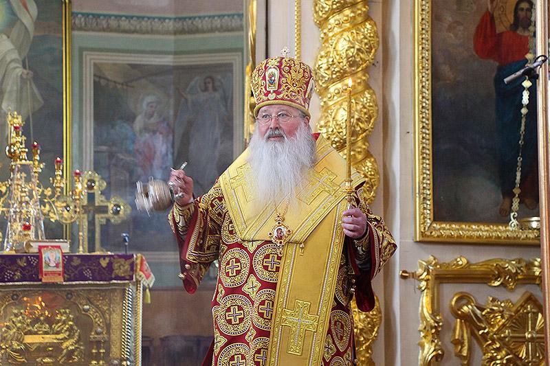 Архипастырь совершил всенощное бдение в канун Недели жен-мироносиц в Ахтырском соборе