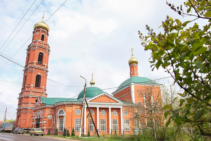 Архипастырь освятил иконостас и вручил награды в Георгиевском храме Болхова