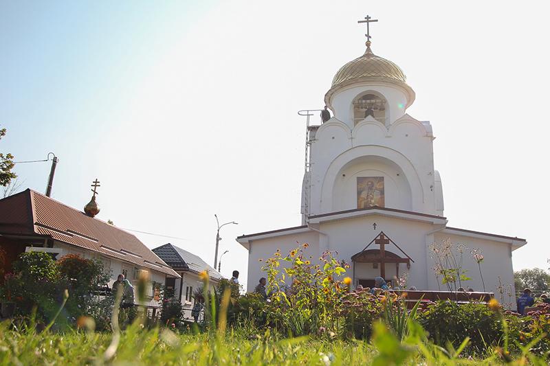 Архипастырь совершил литургию в храме святого Александра Невского в день его престольного праздника