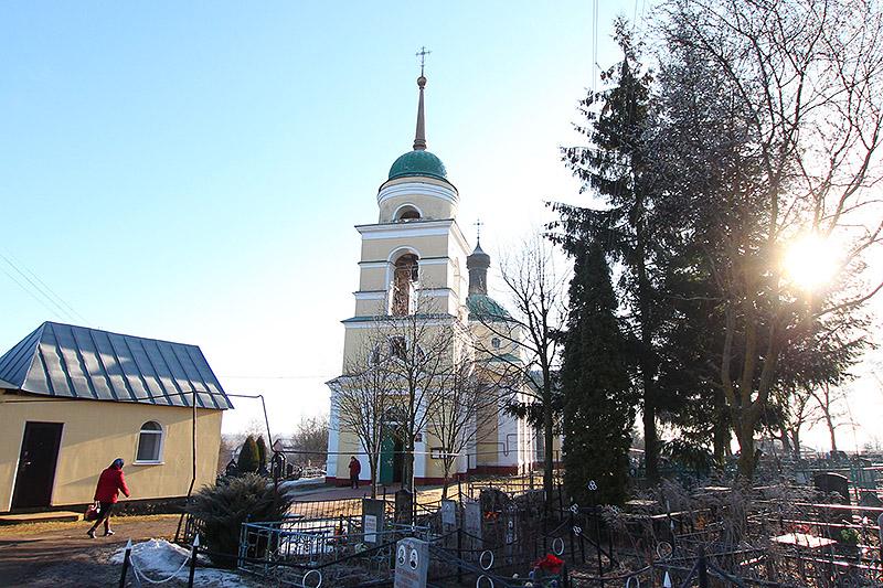 В родительскую субботу Архипастырь совершил заупокойную Литургию в Никитском храме села Солнцево